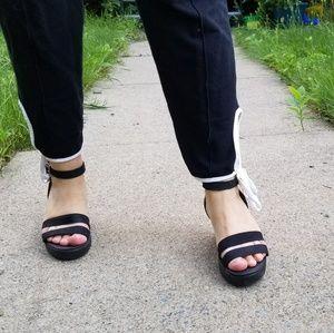 [Crocs] Strappy wedge sandal